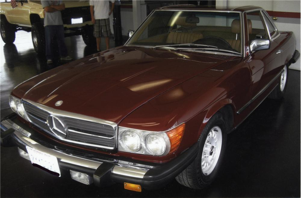1984 MERCEDES-BENZ 380SL CONVERTIBLE - Front 3/4 - 157886