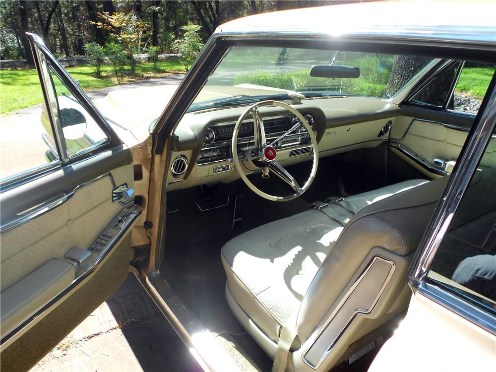 1963 CADILLAC SERIES 62 COUPE DE VILLE - Interior - 157897