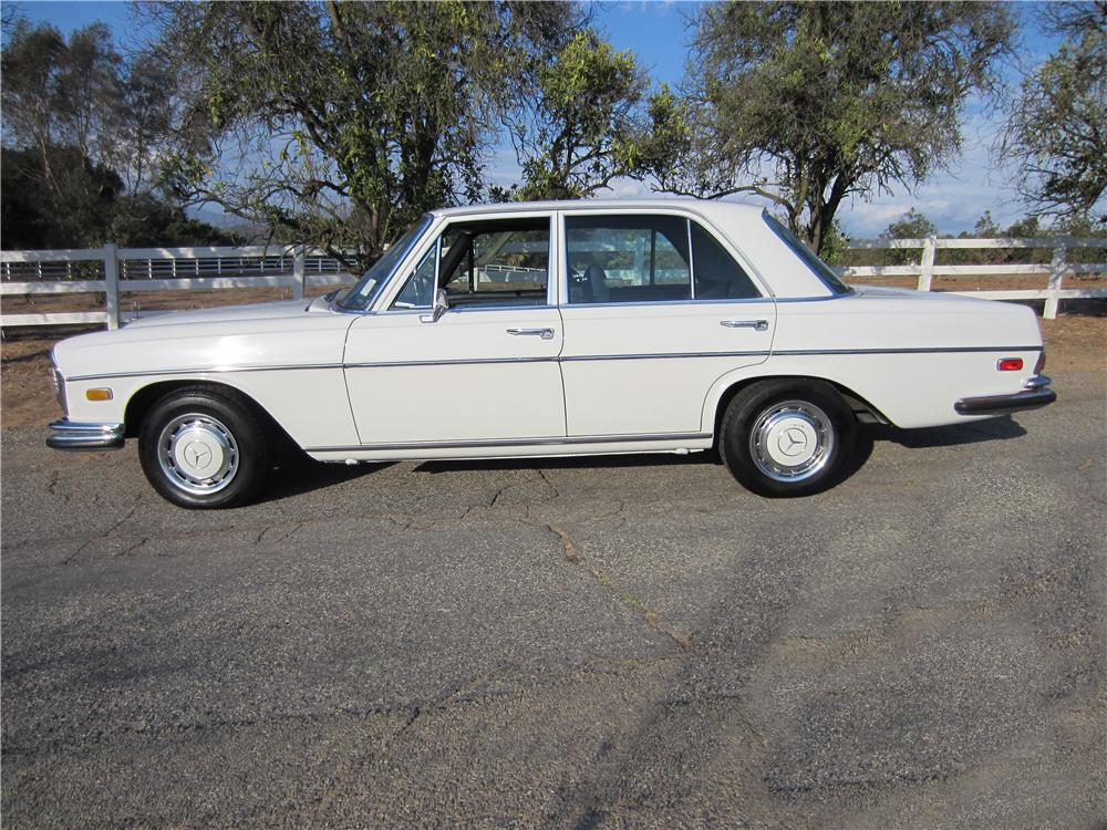 1972 mercedes benz 280se 4 door sedan 157959 for Mercedes benz 4 door