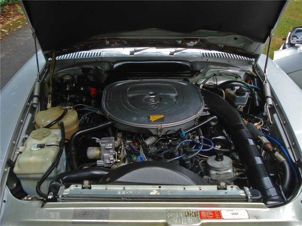 1986 MERCEDES-BENZ 560SL CONVERTIBLE - Engine - 157970