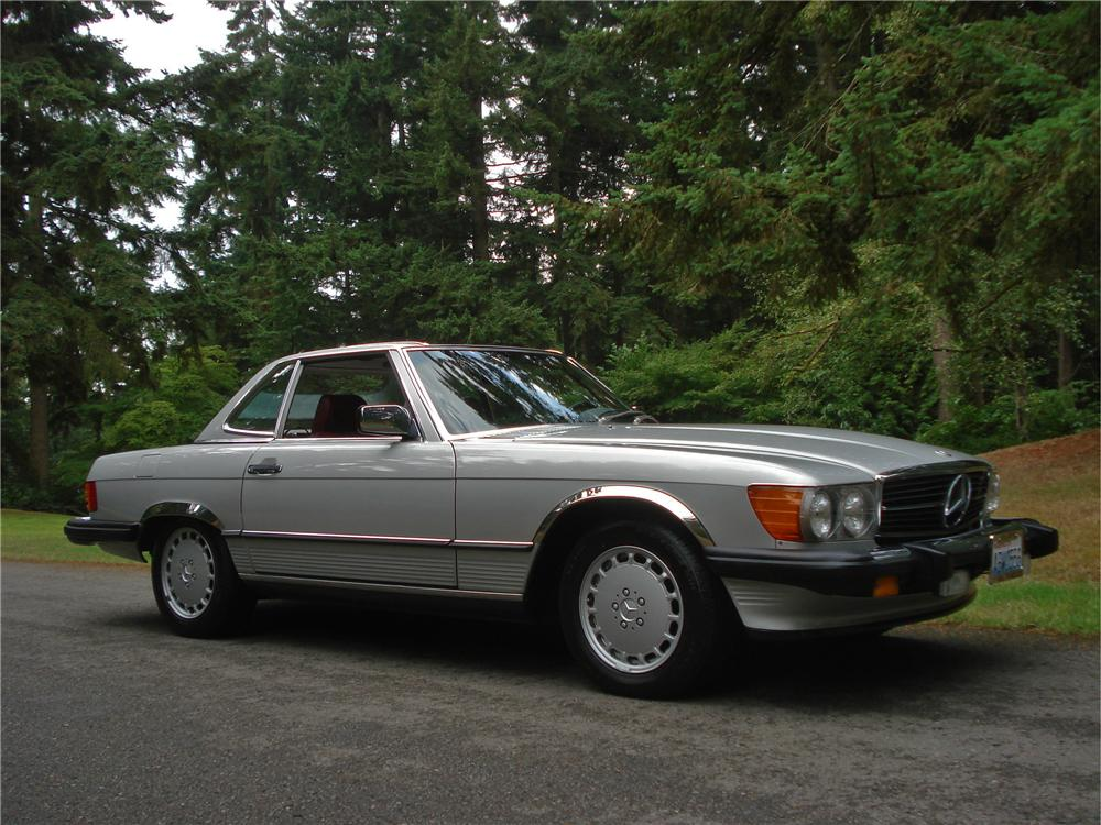 1986 MERCEDES-BENZ 560SL CONVERTIBLE - Front 3/4 - 157970