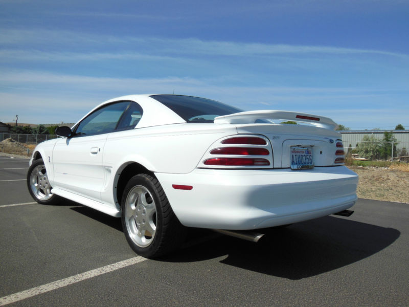 1994 FORD MUSTANG COBRA SVT 2 DOOR COUPE - Rear 3/4 - 158181