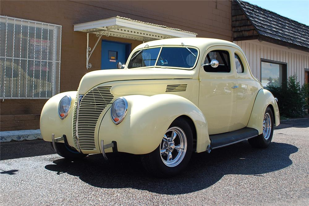1939 FORD STANDARD CUSTOM 2 DOOR COUPE - Front 3/4 - 158340