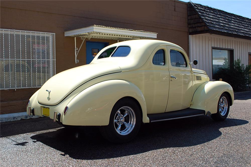 1939 FORD STANDARD CUSTOM 2 DOOR COUPE - Rear 3/4 - 158340