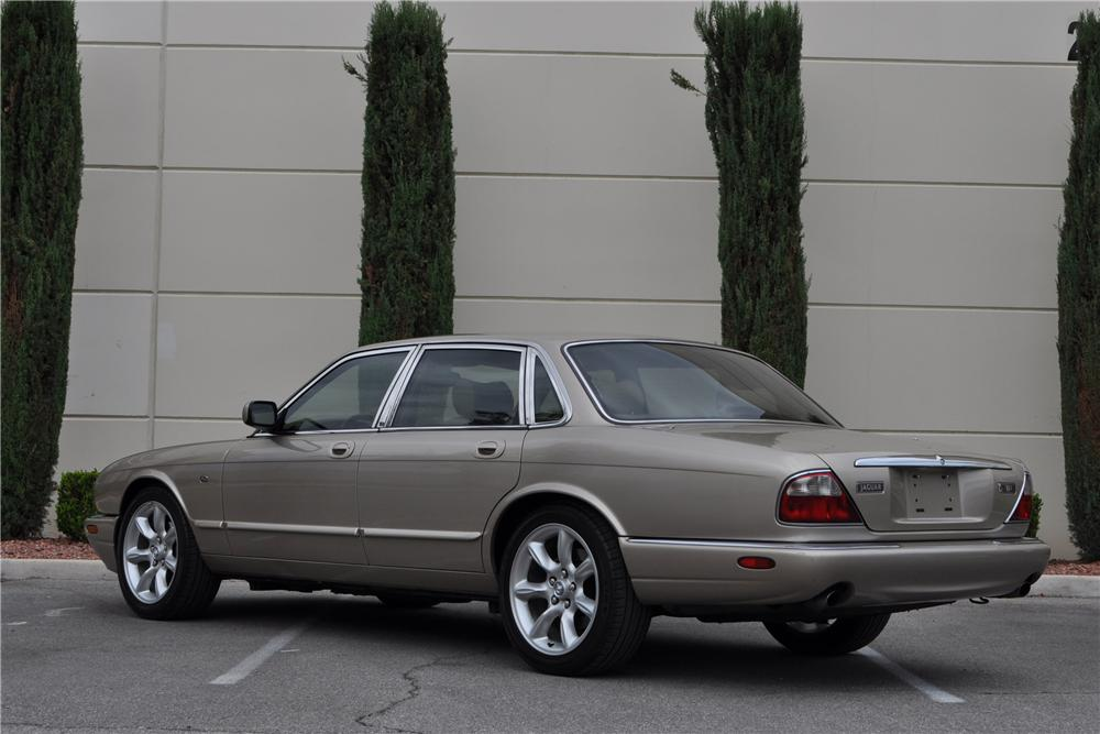 1998 JAGUAR XJ8 4 DOOR SEDAN - Rear 3/4 - 158384