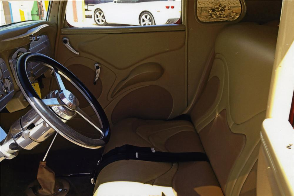1933 FORD CUSTOM 5 WINDOW COUPE - Interior - 158385