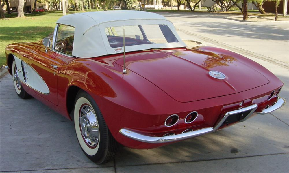 1961 CHEVROLET CORVETTE CONVERTIBLE - Rear 3/4 - 15839
