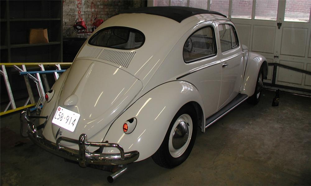 1953 VOLKSWAGEN BEETLE 2 DOOR HARDTOP W/SLIDE RAG TOP - Rear 3/4 - 15902
