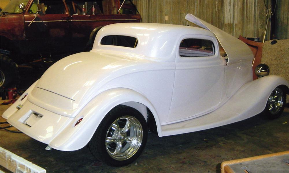 1934 FORD CUSTOM - Rear 3/4 - 15960