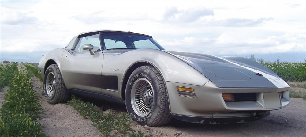 1982 CHEVROLET CORVETTE COUPE - Front 3/4 - 15994