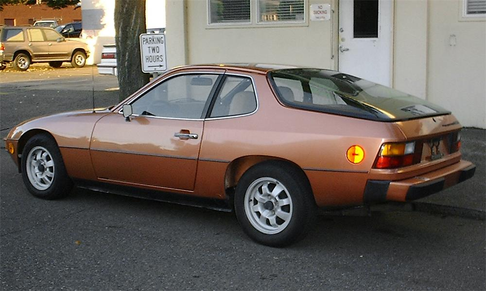 1977 PORSCHE 924 COUPE - Rear 3/4 - 16033