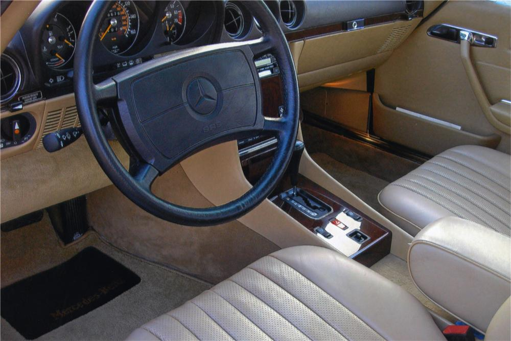 1986 MERCEDES-BENZ 560SL CONVERTIBLE - Interior - 161030
