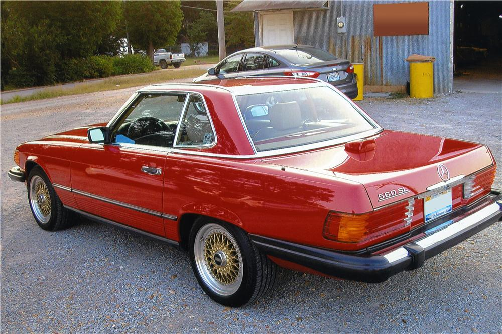 1986 MERCEDES-BENZ 560SL CONVERTIBLE - Rear 3/4 - 161030