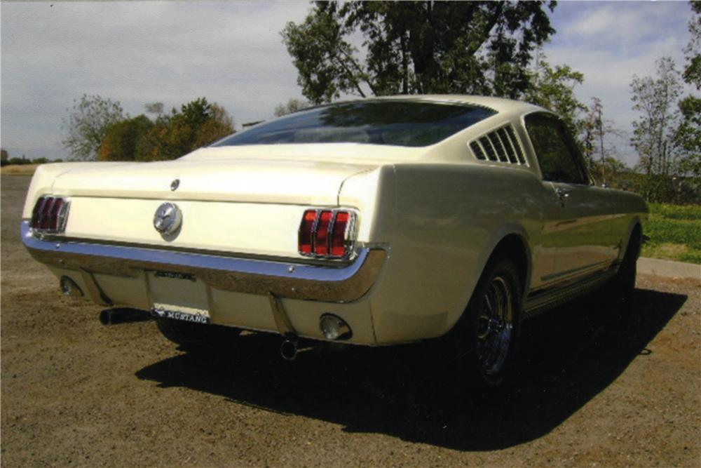 1966 FORD MUSTANG FASTBACK - Rear 3/4 - 161031