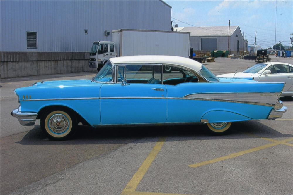 1957 CHEVROLET BEL AIR 2 DOOR HARDTOP - Side Profile - 161032