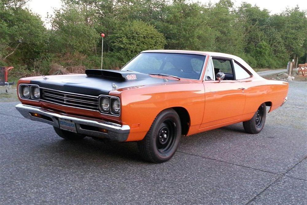 1969 PLYMOUTH ROAD RUNNER 2 DOOR SEDAN - Front 3/4 - 161088