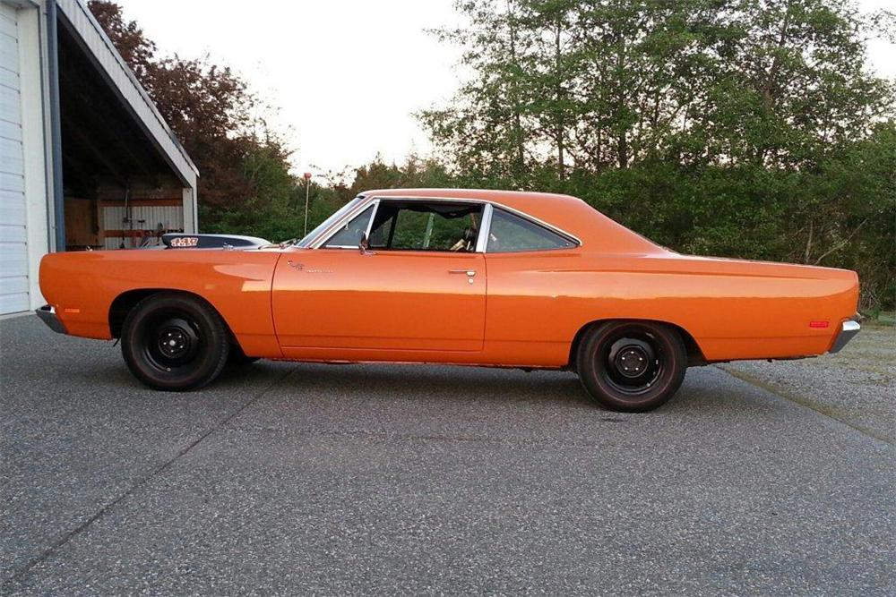 1969 PLYMOUTH ROAD RUNNER 2 DOOR SEDAN - Side Profile - 161088