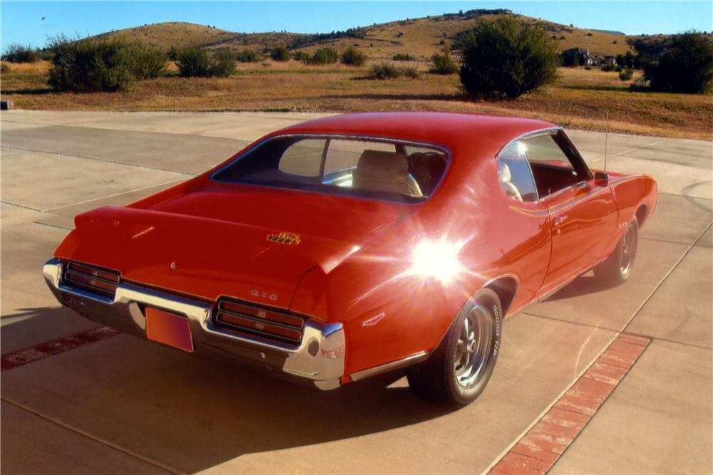 1969 PONTIAC GTO JUDGE 2 DOOR HARDTOP - Rear 3/4 - 161101