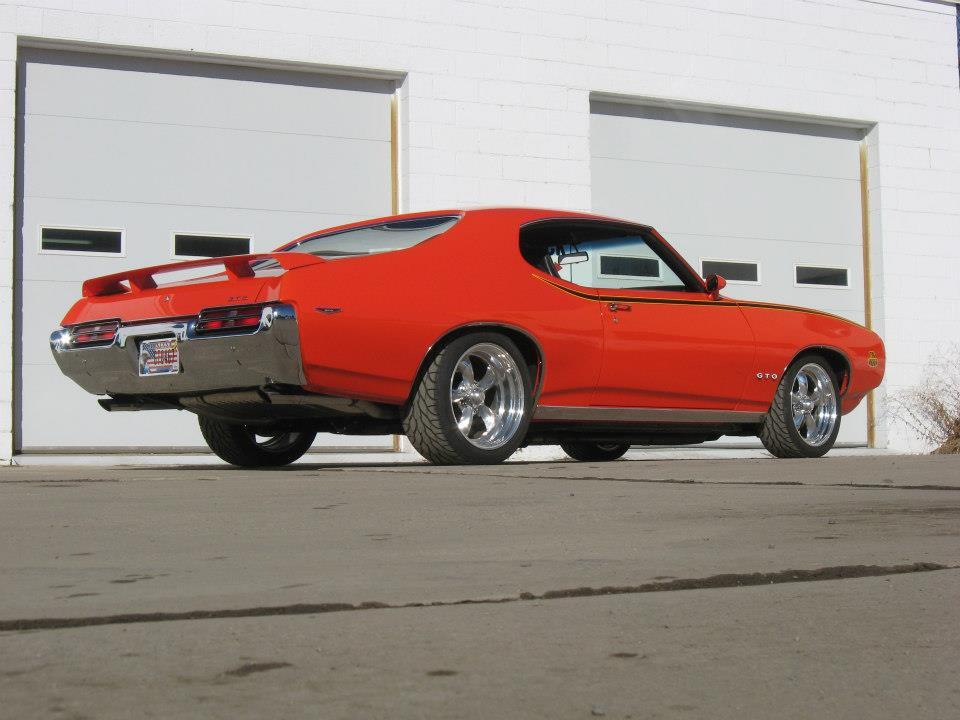 1969 PONTIAC GTO CUSTOM 2 DOOR HARDTOP - Rear 3/4 - 161145