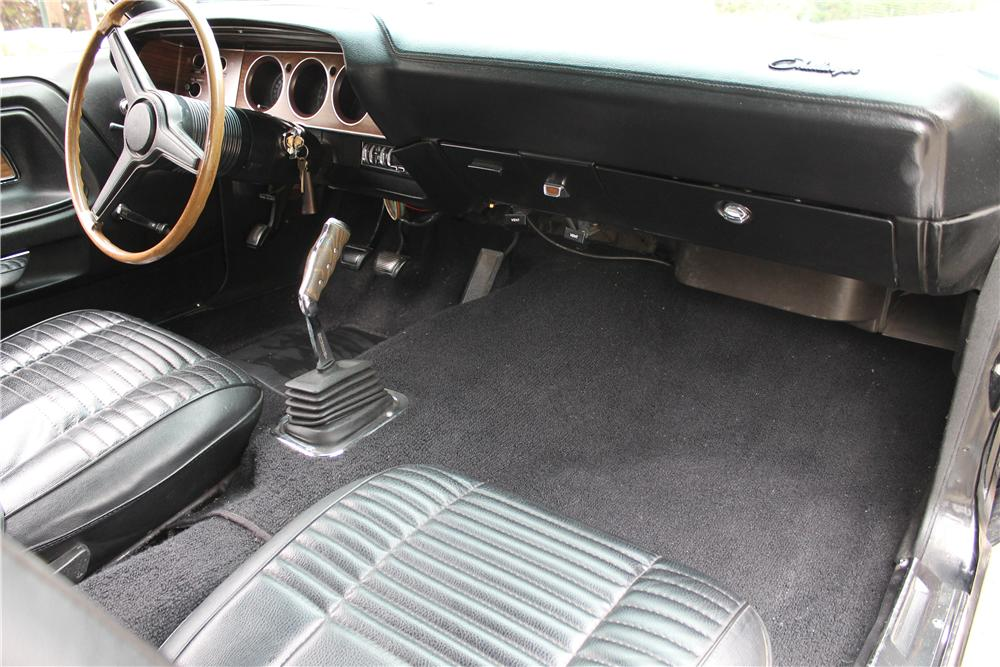 1970 DODGE CHALLENGER CUSTOM 2 DOOR HARDTOP - Interior - 161156