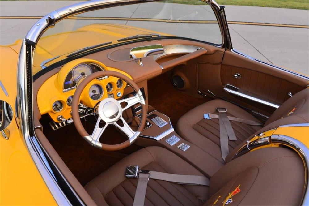 1960 CHEVROLET CORVETTE CUSTOM CONVERTIBLE - Interior - 161157