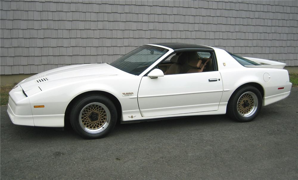 1989 PONTIAC FIREBIRD TRANS AM PACE CAR COUPE - Front 3/4 - 161171