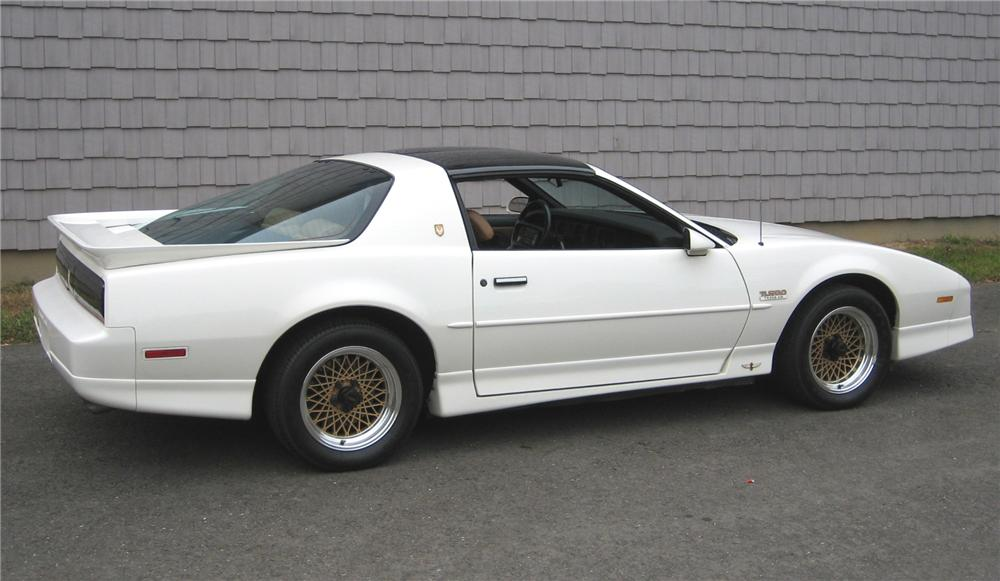 1989 PONTIAC FIREBIRD TRANS AM PACE CAR COUPE - Rear 3/4 - 161171