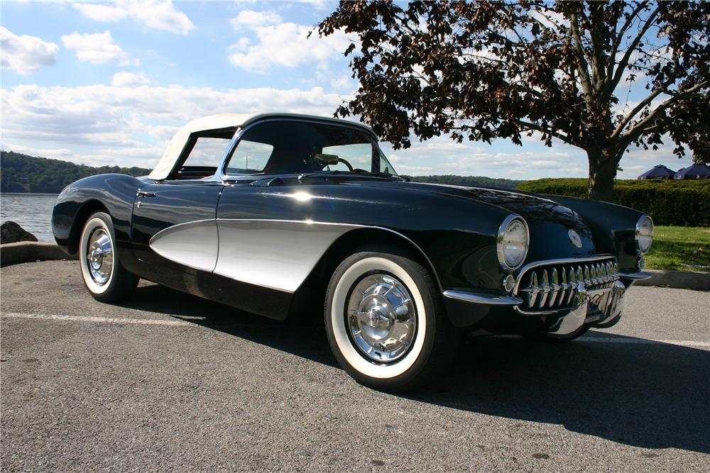 1957 CHEVROLET CORVETTE CONVERTIBLE - Front 3/4 - 161179