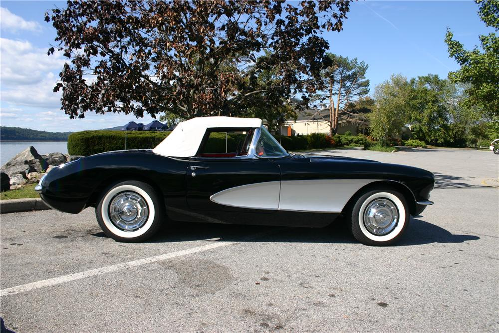1957 CHEVROLET CORVETTE CONVERTIBLE - Side Profile - 161179
