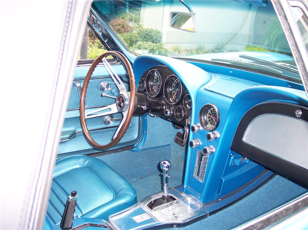 1967 CHEVROLET CORVETTE CONVERTIBLE - Interior - 161180