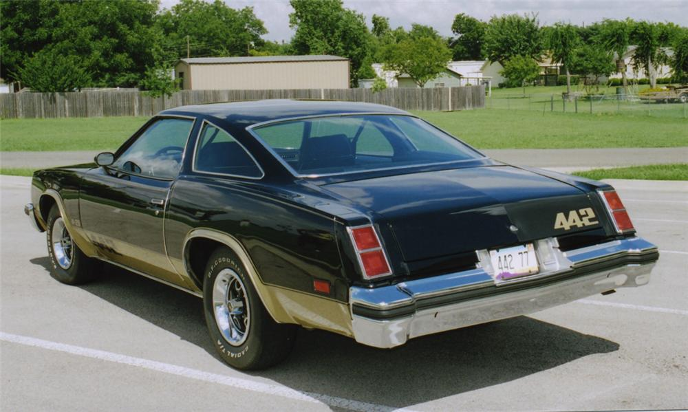 1977 OLDSMOBILE CUTLASS 442 COUPE - Rear 3/4 - 16120