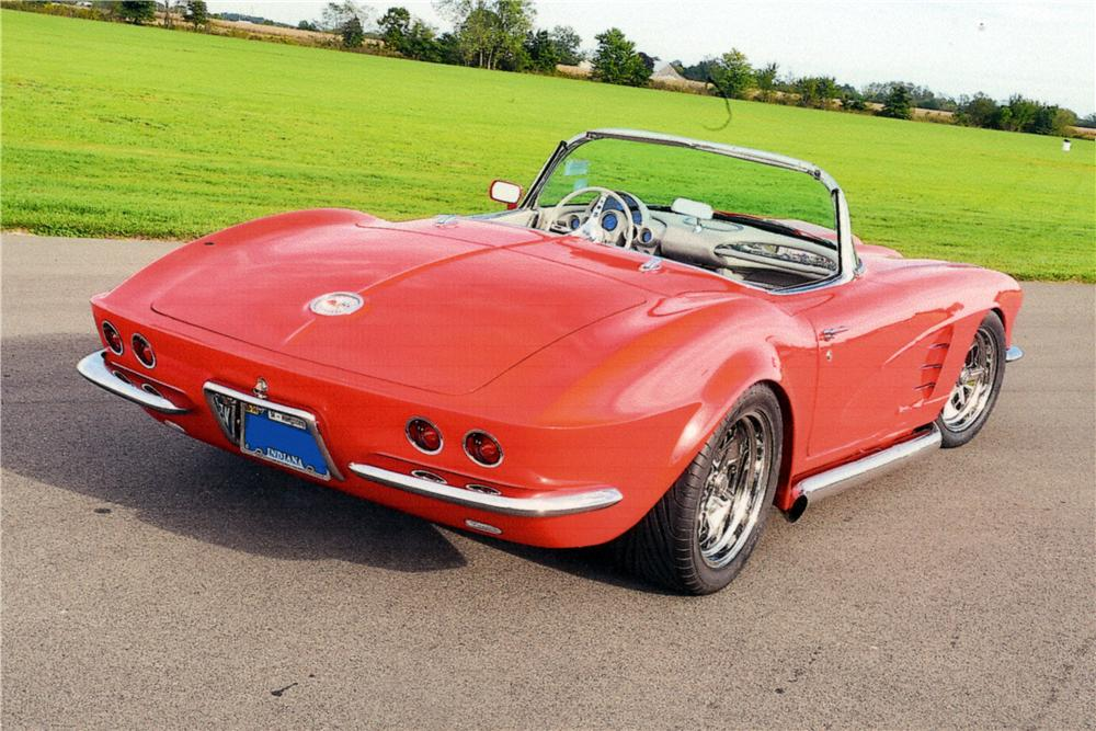 1962 CHEVROLET CORVETTE CUSTOM CONVERTIBLE - Rear 3/4 - 161204