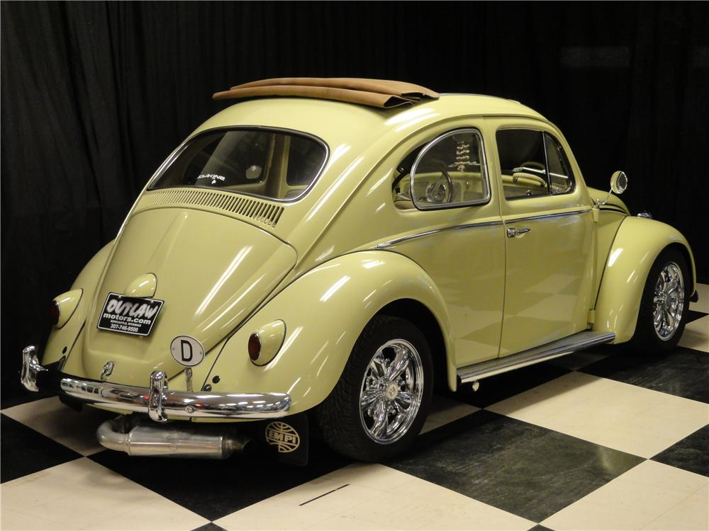 1961 VOLKSWAGEN BEETLE CUSTOM 2 DOOR RAGTOP - Rear 3/4 - 161223