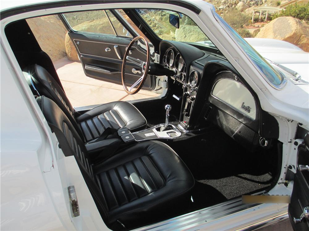 1966 CHEVROLET CORVETTE 2 DOOR COUPE - Interior - 161238