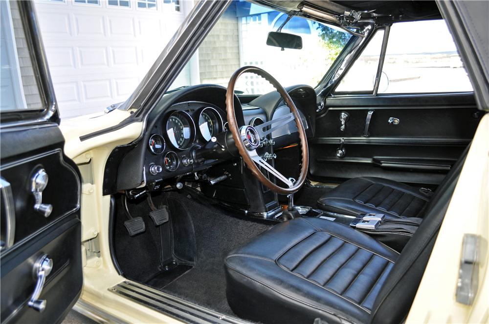 1966 CHEVROLET CORVETTE CONVERTIBLE - Interior - 161243