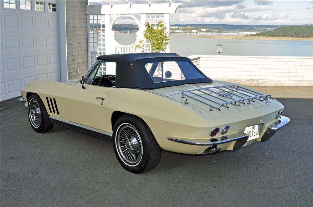 1966 CHEVROLET CORVETTE CONVERTIBLE - Rear 3/4 - 161243