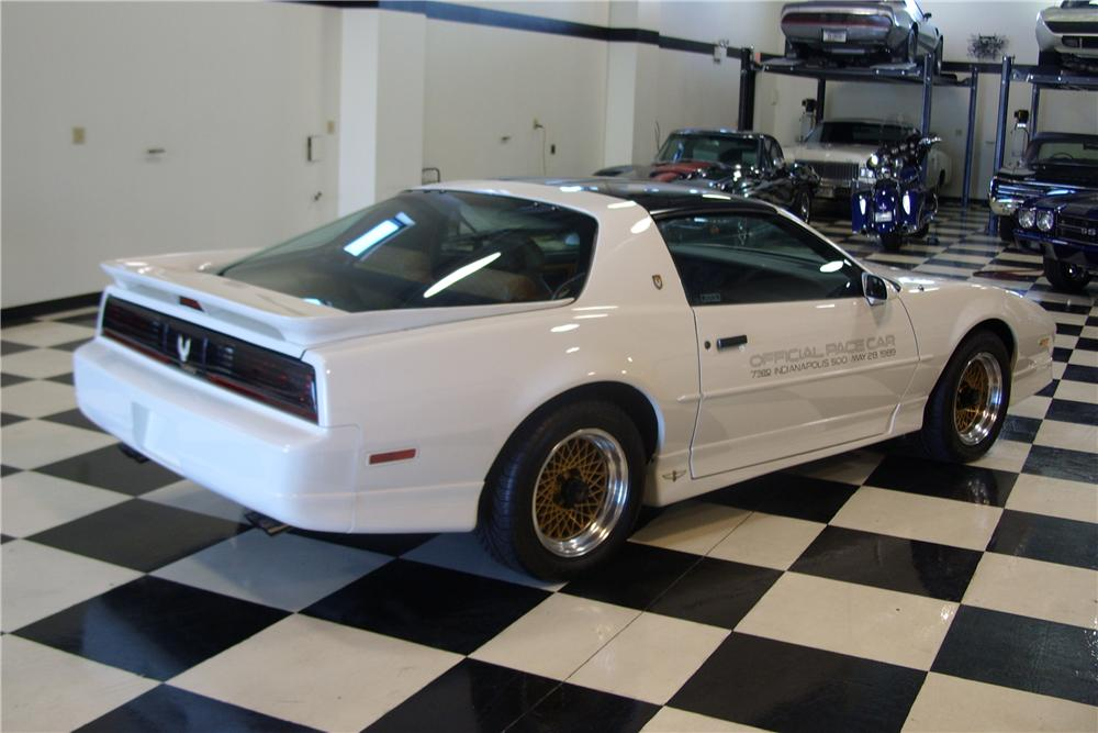 1989 PONTIAC FIREBIRD TRANS AM 20TH ANNIVERSARY COUPE - Front 3/4 - 161252