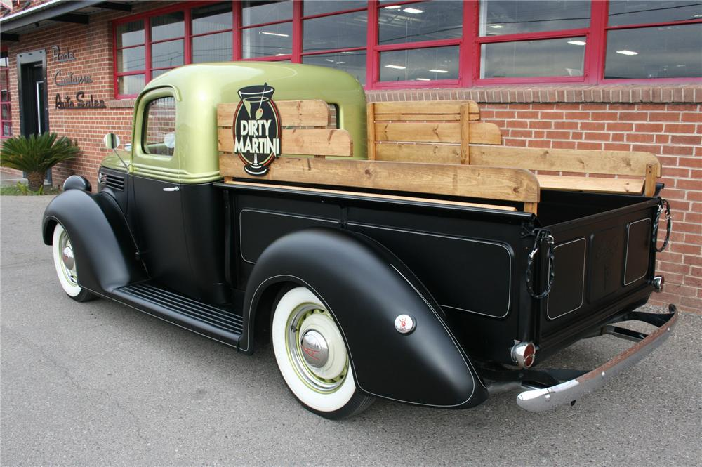 1939 FORD PICKUP - Rear 3/4 - 161333