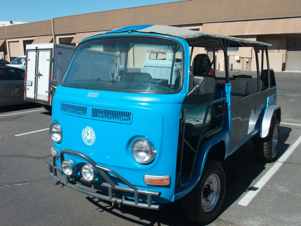 1970 VOLKSWAGEN BUS CUSTOM BEACH BUS - Front 3/4 - 161357