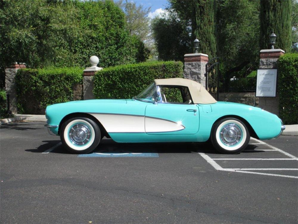 1956 CHEVROLET CORVETTE CONVERTIBLE - Side Profile - 161366