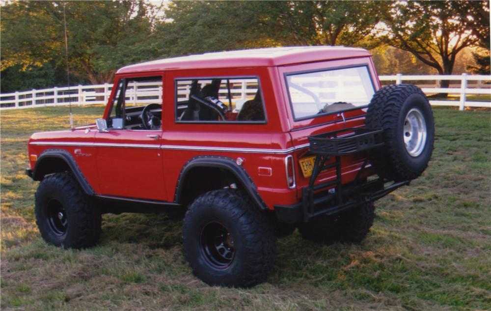 1975 FORD BRONCO CUSTOM SUV - Rear 3/4 - 161395