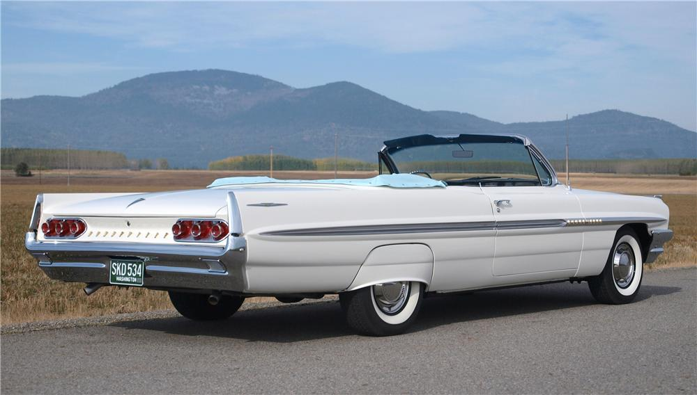 1961 PONTIAC BONNEVILLE CONVERTIBLE - Rear 3/4 - 161399