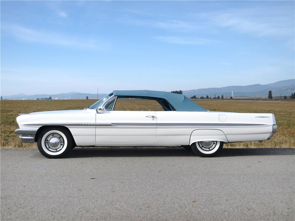 1961 PONTIAC BONNEVILLE CONVERTIBLE - Side Profile - 161399