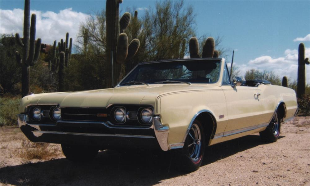 1967 OLDSMOBILE 442 CONVERTIBLE - Front 3/4 - 16141