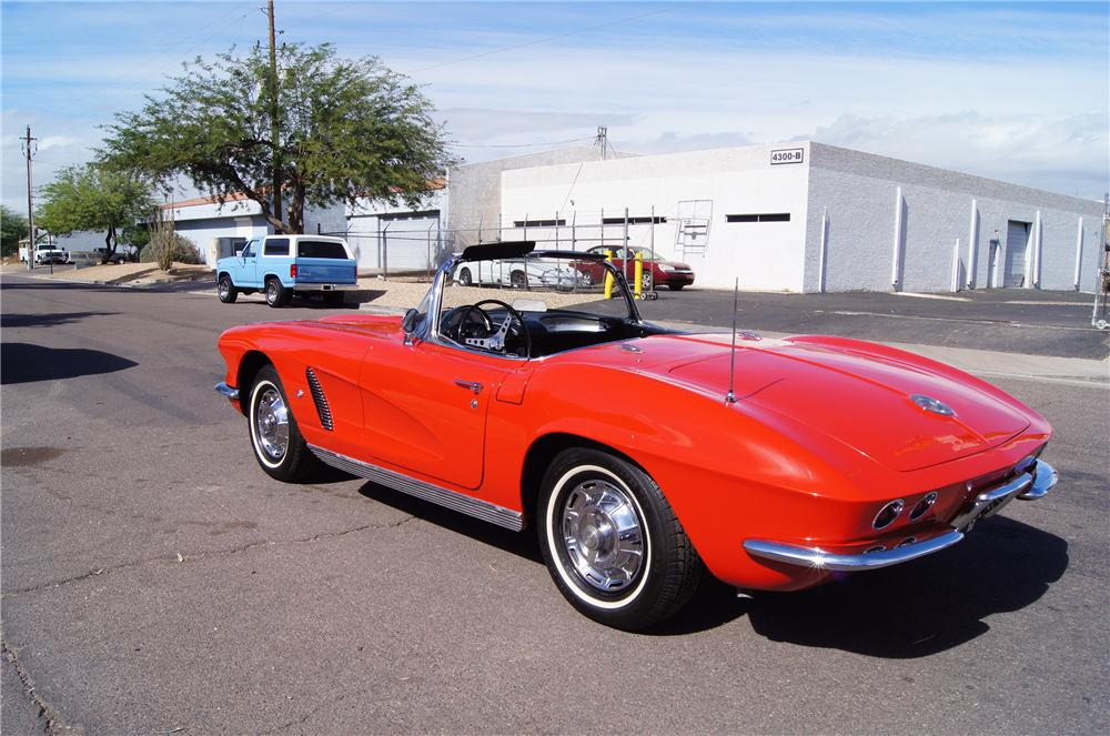 1962 CHEVROLET CORVETTE CONVERTIBLE - Rear 3/4 - 161429