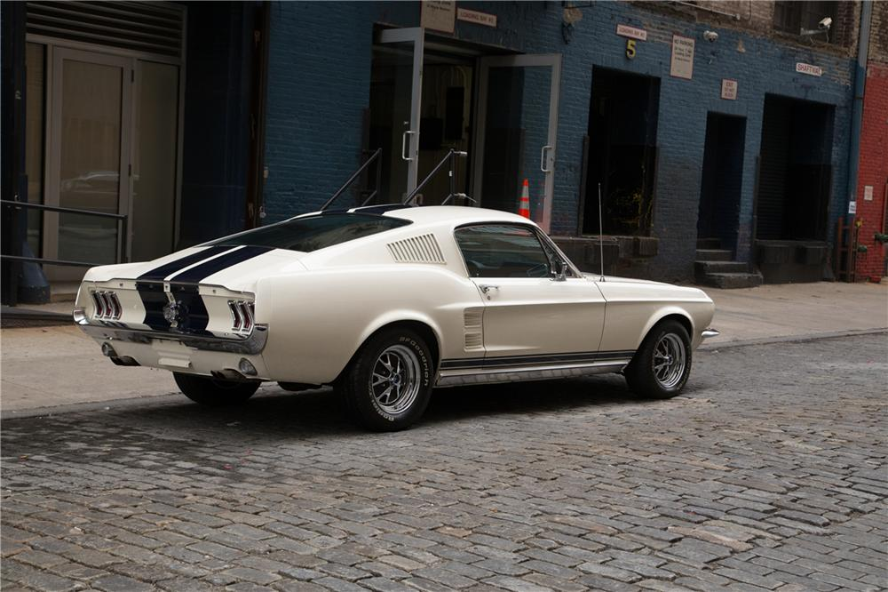 1967 FORD MUSTANG CUSTOM FASTBACK - Rear 3/4 - 161441