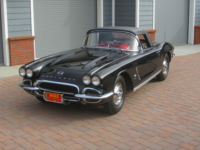 1962 CHEVROLET CORVETTE CONVERTIBLE - Front 3/4 - 161465