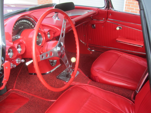 1962 CHEVROLET CORVETTE CONVERTIBLE - Interior - 161465