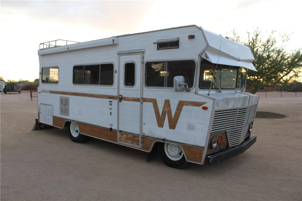 1972 WINNEBAGO CUSTOM RV - Front 3/4 - 161483