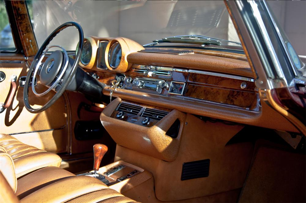 1971 MERCEDES-BENZ 280SE 2 DOOR COUPE - Interior - 161502